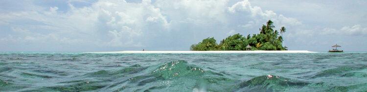 Fluctuating sea level of the oceans - tidal phenomenon: Gatafushi, Ari Atoll, Maldives