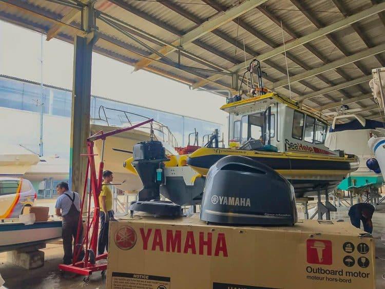 SeaHelp emergency boat, swap outboard motors