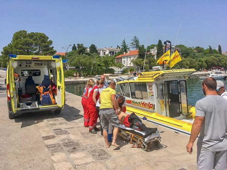 SeaHelp brings injured divers ashore.