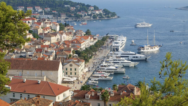 Hvar: View from the fortress to the old town and harbor
