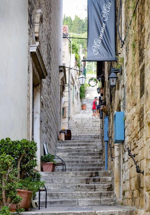 Hvar cruise Dalmatia: climbing stairs to Hvar fortress