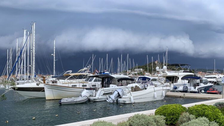 Storm with thunderstorms from sea: thunderstorm moves up over sea