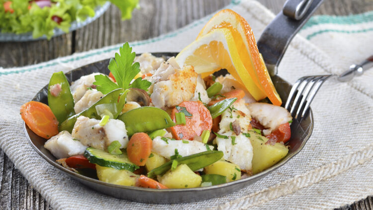 Cooking on board: recipe / dish - fish pan with vegetables