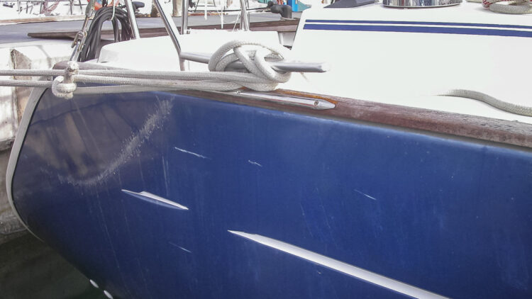 SeaHelp advisor: damage to the hull of the yacht