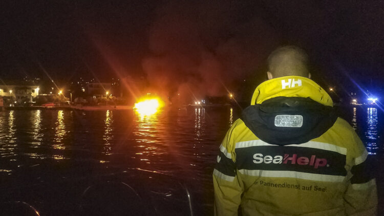 """<span class=""""dachzeile"""">Yachts fell victim to flames<span>: </span></span>Major fire in Kaštela marina causes damage in the millions 16"""