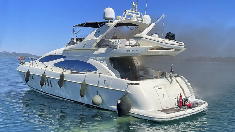 H.C. Strache on board a burning yacht (Azimut 68 Fly): Light smoke from the engine compartment