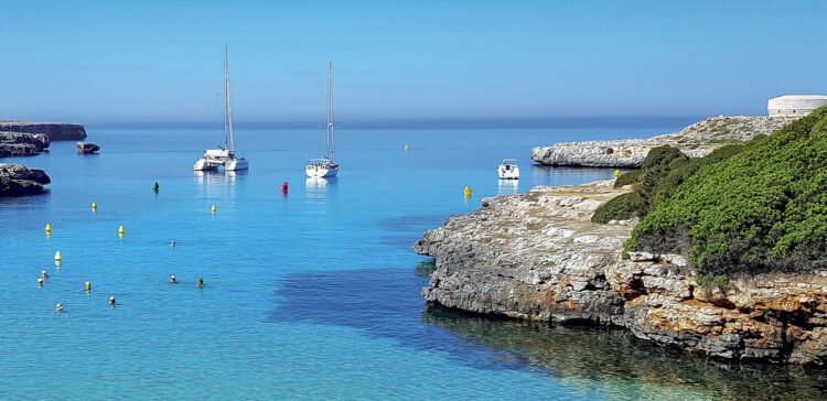 Menorca area - cruise around the island: Cala Santandria bathing bay