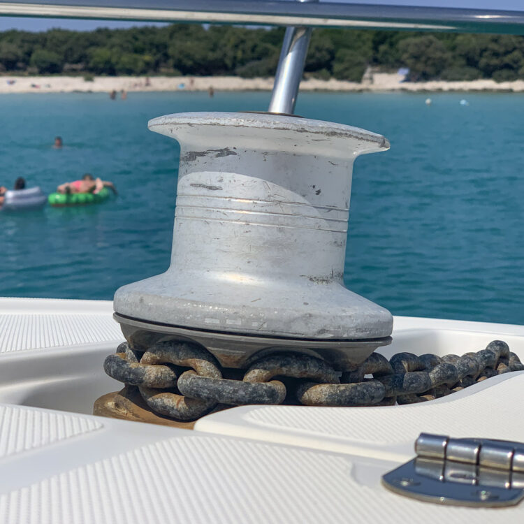 Anchoring: 10 tips for the perfect anchor maneuver | windlass / winch
