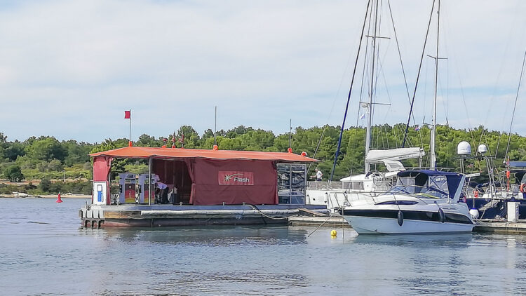 Fuel prices for gasoline and diesel in Croatia: Flash boat refueling station in Marina Medulin