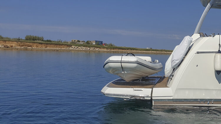 Shopping by dinghy (Dinghy): dinghy on board