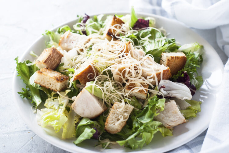 Cooking on board - delicious dishes and recipes: Caesar salad