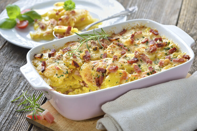 Cooking on board - delicious dishes and recipes: potato casserole