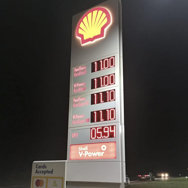 Shell gas station at the entrance to Medulin