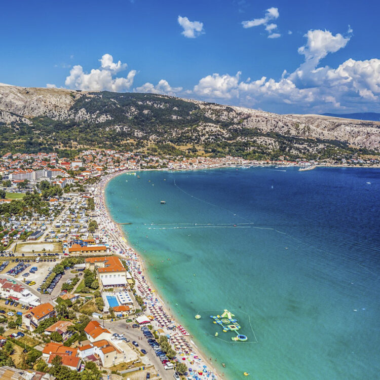 Strand / Sandstrand Tipps Kroatien für Segler: Strand Vela Beach im Ort Baska auf der Insel Krk