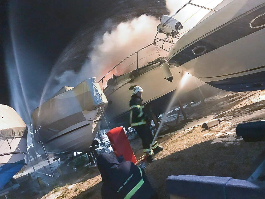 Major fire on the grounds of Marina Punat 2019 picture 2