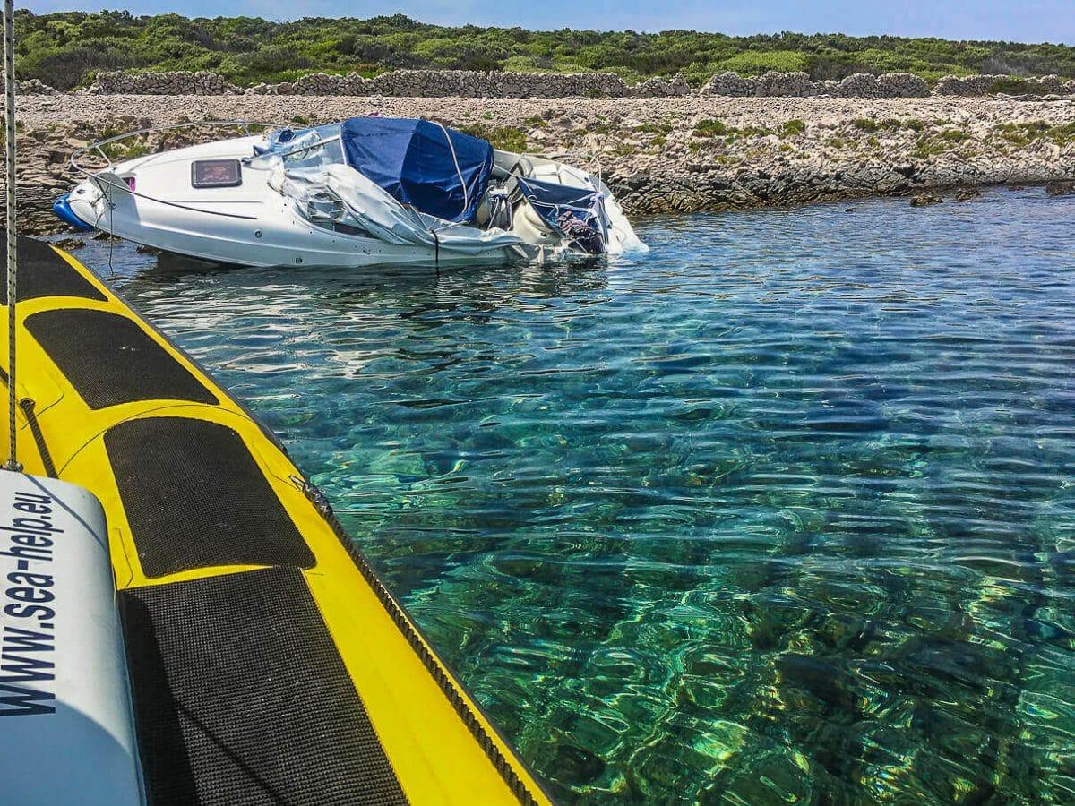 Unwetter Kroatien - Motorboot havariert