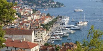 Hvar: Blick von der Festung auf Altstadt und Hafen