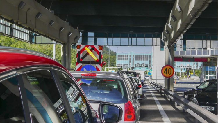 Mega traffic jam Karawanken tunnel: on the return journey from Croatia