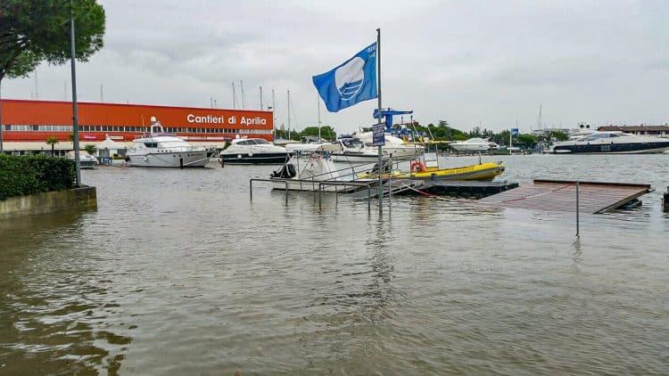 Italien - Lignano Hochwasser SeaHelp Einsatzboot