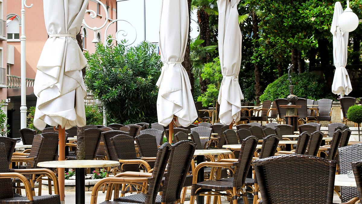 Coronavirus: Croatia closes restaurants and shops
