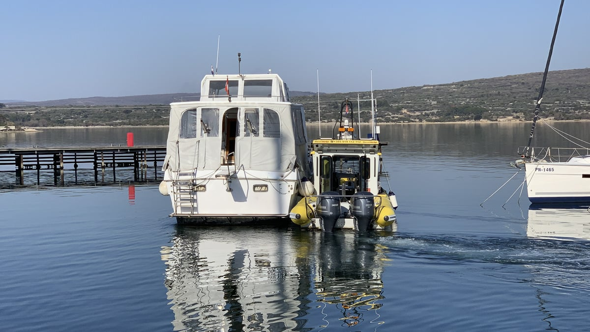 Marina tow from Punat to Mitan: Departure in Punat