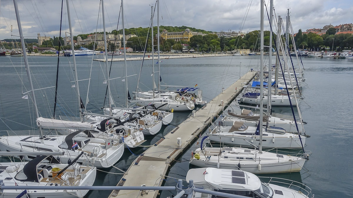Yachts, in the ACI Marina Pula, should always maintain the minimum distance prescribed in coronavirus periods