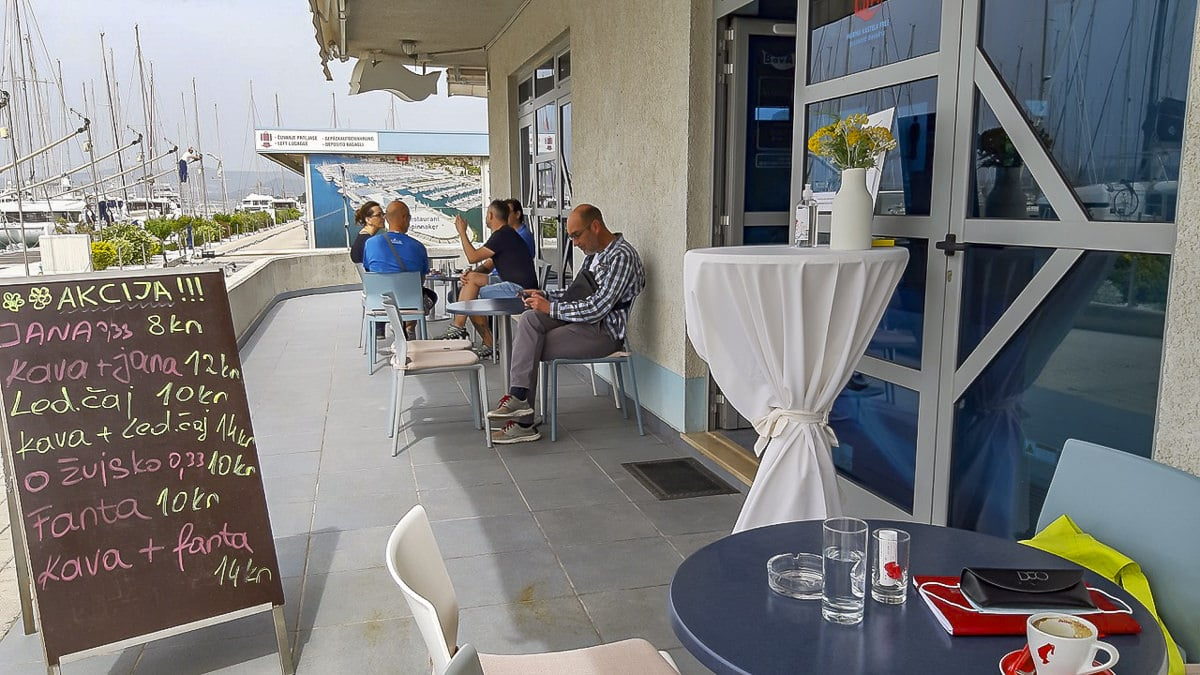 Croatia: First holidaymakers in the café after Covid-19 pandemic