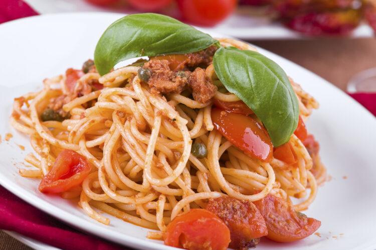 Kochen an Bord: Rezept / Gericht - Spaghetti einmal anders mit Thunfisch, Tomaten und Kapern