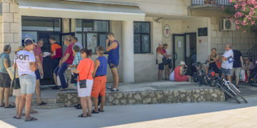Croatia: Long queues for permit and tourist tax at the port authorities