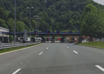 Slovenia tightens border controls because of Covid-19 increase in Croatia.
