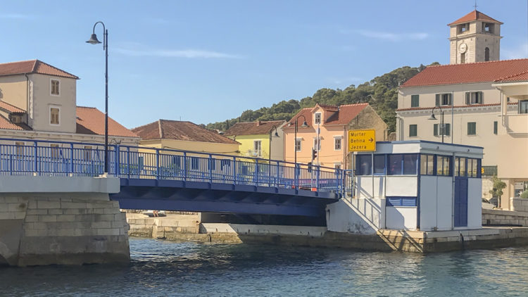 Croatia island of Murter: Bridge Tisno no longer open in the morning