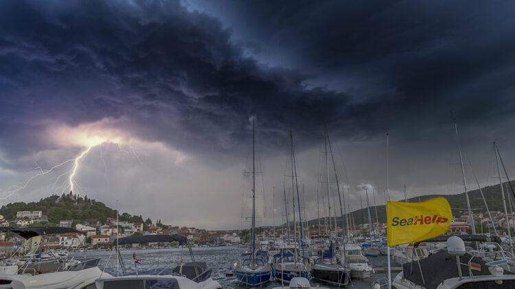 Unwetter mit Gewitter aus See: Was ist zu beachten an Bord