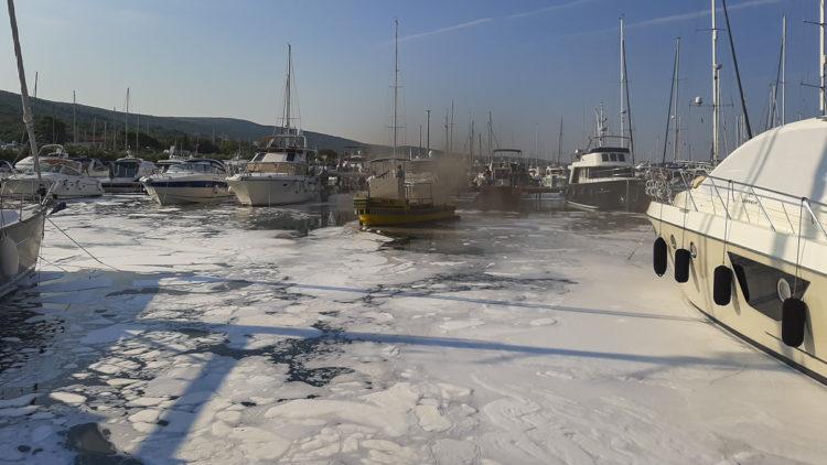 Brand: Das Feuer auf der Yacht ist unter Kontrolle