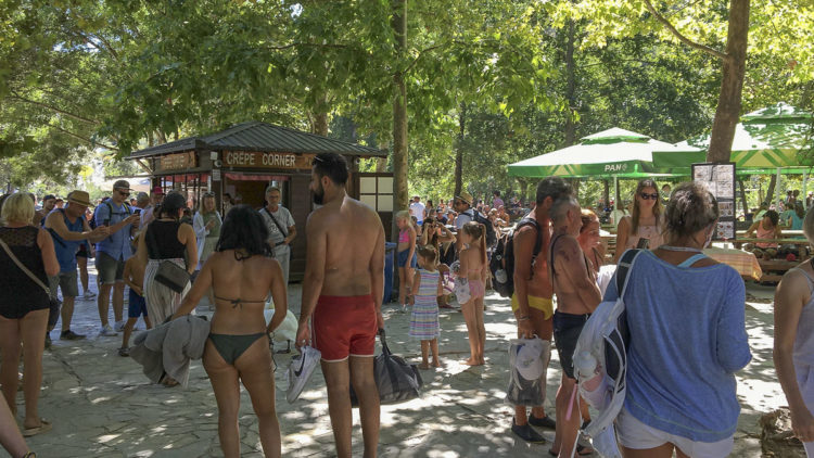 Travel warning Croatia: holiday crowded at the Krka waterfalls