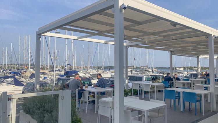Reisewarnung Kroatien: Coronavirus Vorschriften werden auch im Marina Restaurant