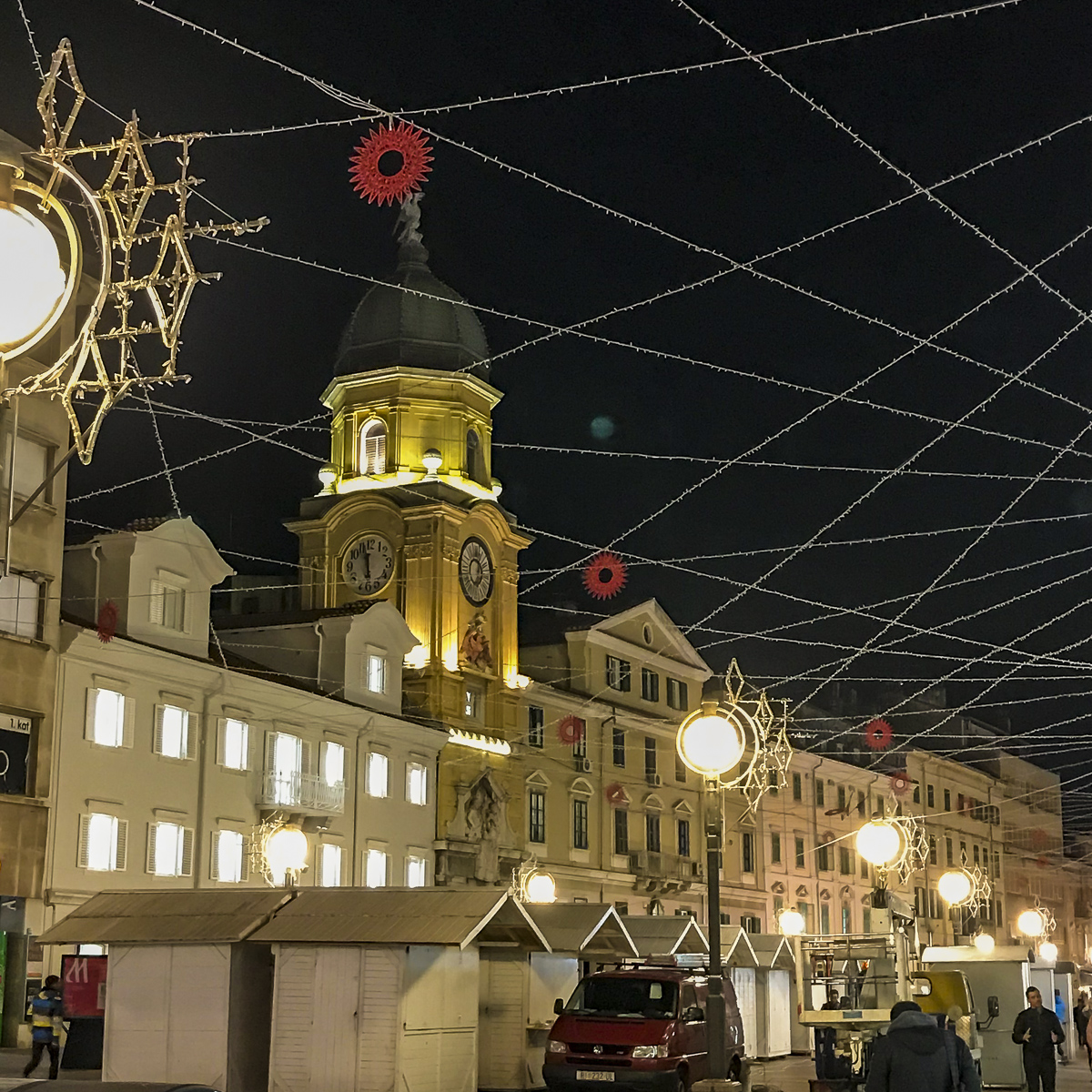 Christmas market in Rijeka: distance between the stands should be bigger