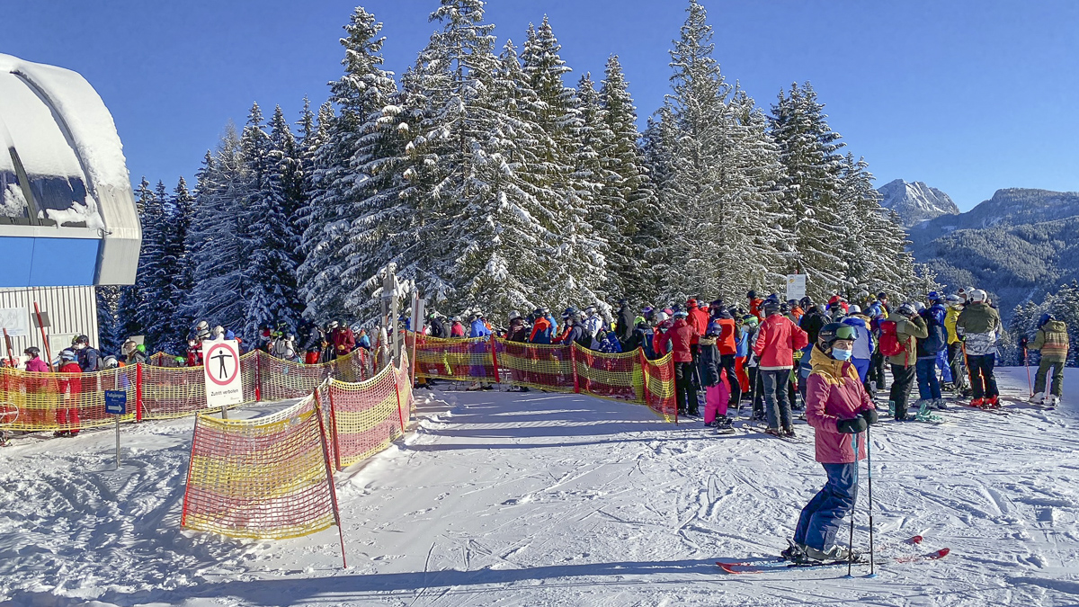 Skier: Corona distance rules are not respected