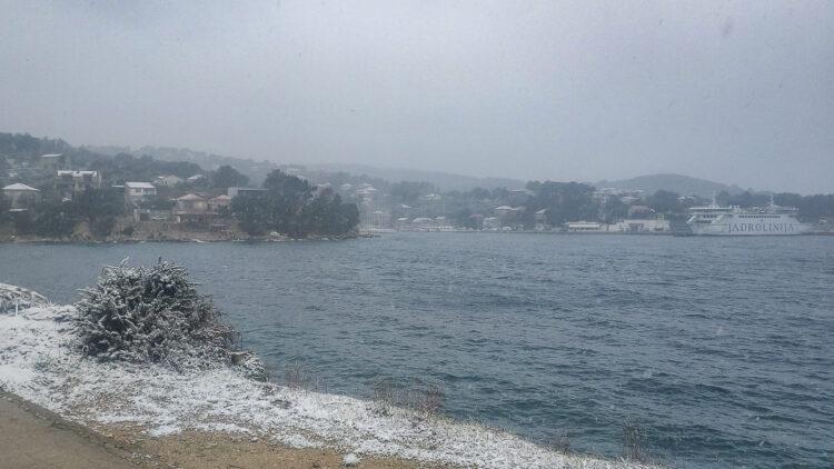 Wetter Kroatien: Schneefall in Solta / Dalmatien bis an die Küste