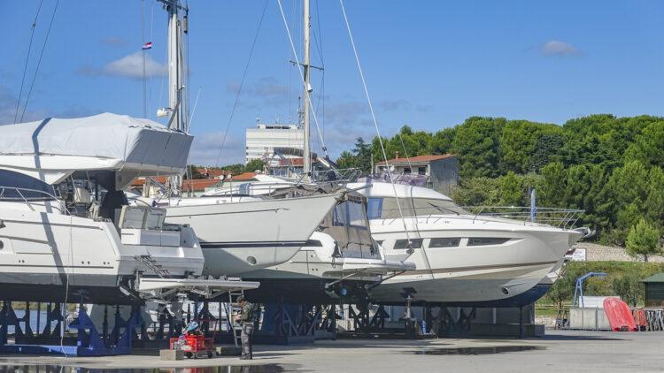 Kroatien: Kurz vor Ostern werden Yachten für den Osterurlaub 2021 Fit gemacht
