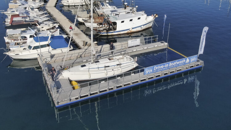 Clean Blue / Drive-In Boatwash®: cleaning facility for boat hulls at Marina Bunarina in Pula