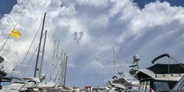 Wind (Bora, Jugo, Bura, Nevera / Neverin, Maestral), weather in the Adriatic Sea and Croatian Islands. A thunderstorm is moving over a marina.