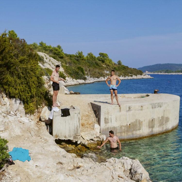 Kroatien / Dalmatien Törn Insel Vis: Baden in der Nähe der U-Boot-Basis