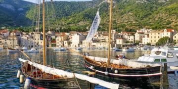 Kroatien / Dalmatien Törn Insel Vis: Falkusa-Segelboote in Komica