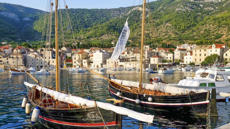 Croatia / Dalmatia cruise Vis island: Falkusa sailboats in Komica
