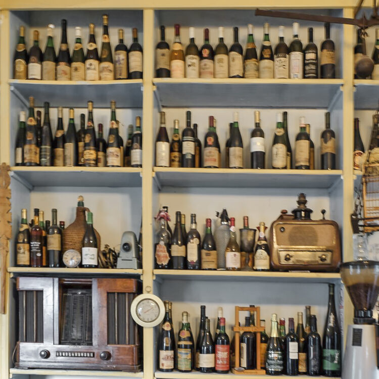 Kroatien / Dalmatien Törn Insel Vis: Wein-Tasting am Aerodrom
