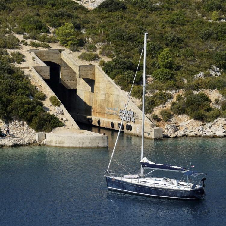 Kroatien / Dalmatien Törn Insel Vis: ehemaligen U-Boot-Basis