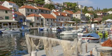 Törn Kroatien: Hafen Maslinica auf der Insel Solta