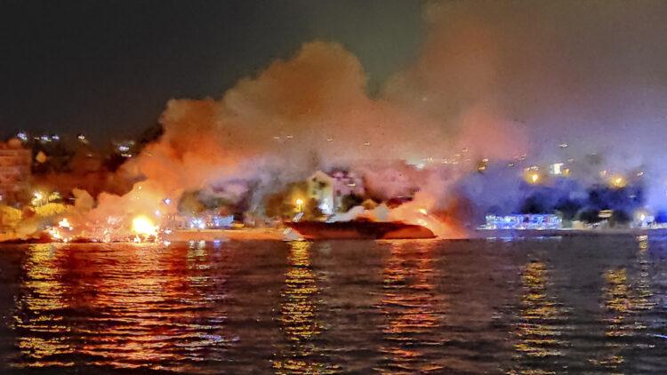 Großbrand in Marina Kastela: Millionenschaden, zahlreiche Yachten vielen den Flammen zum Opfer