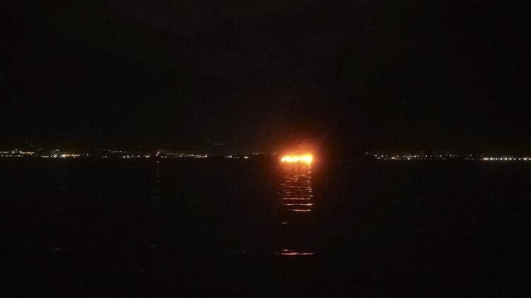 Großbrand in Marina Kastela: Schon aus der Ferne zu erkennen, die vielen brennenden Yachten