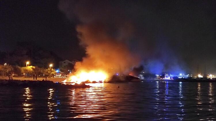 "<span class=""dachzeile"">Yachten fielen Flammen zum Opfer<span>: </span></span>Großbrand in der Marina Kaštela verursacht Millionenschaden 23"